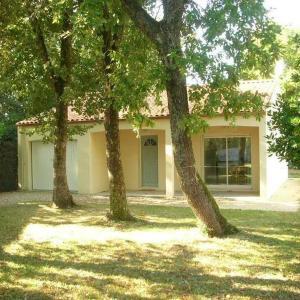Hotel Pictures: Villa Au Calme Et 10min A Pied De La Plage De Nauzan, Vaux-sur-Mer
