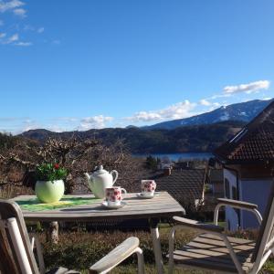 Foto Hotel: Ferienbungalow, Seeboden
