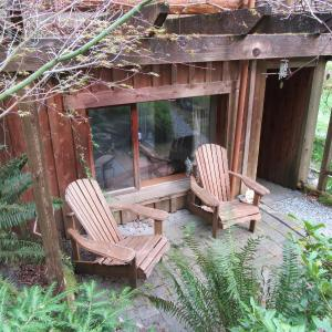 Hotel Pictures: Holly Farm Vacation Suite, Brentwood Bay