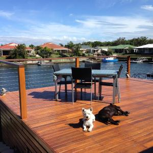 Foto Hotel: Pentas Bed and Breakfast on The Deck, Bongaree