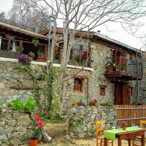 Hotel Pictures: Isminis Petroktisto (Stonehouse), Palechori