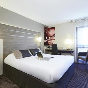 Hotel Pictures: Kyriad Grenoble-Voiron Chartreuse-Centr'alp, Voiron