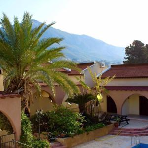 Hotel Pictures: Five Fingers Holiday Bungalows, Kyrenia