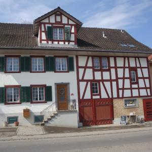 Hotel Pictures: Bed and Breakfast Wegmann, Andelfingen