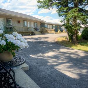 Hotel Pictures: Motel Des Cascades, Baie-Saint-Paul