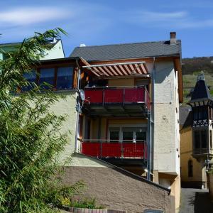 Hotelbilleder: Ferienwohnung Weber, Zell an der Mosel