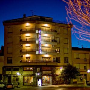 Hotel Pictures: Hostal la Carrasca, Monzón