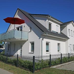 Hotel Pictures: Haus Möwe - FeWo 2, Thiessow