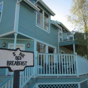 Hotel Pictures: 5th Avenue Bed & Breakfast, Dawson City