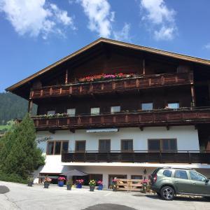 Фотографии отеля: Ferienwohnung Maria im Landhaus Christina, Альпбах