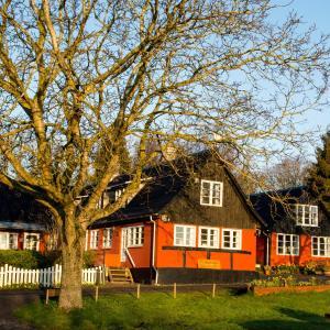 Hotel Pictures: Pyttegården Apartments, Gudhjem