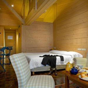 Hotel Pictures: Relais du Bois Saint Georges - Hôtel de Charme, Saintes