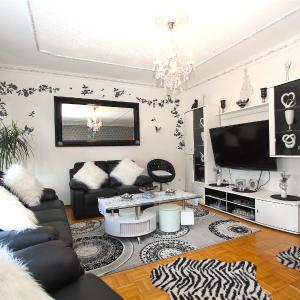 Hotel Pictures: 5927 Privatapartment Heisede, Sarstedt
