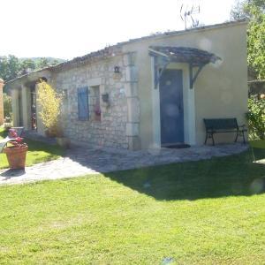 Hotel Pictures: Lasuque, Sainte-Croix-de-Quintillargues