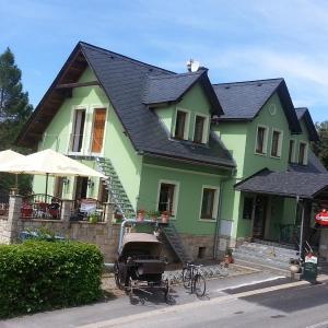 Hotel Pictures: Penzion a restaurace ' Zlatý Strom', Jablonné v Podještědí