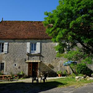 Hotel Pictures: Roquedure Farm, Montfaucon