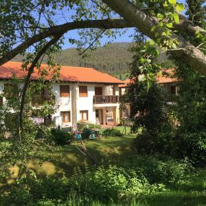 Hotel Pictures: Apartamentos Rurales La Fuente, Pesués