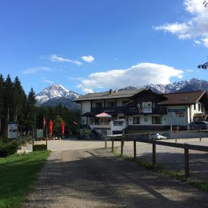 Hotel Pictures: Aktiv-Appartements Karawanken Lodge, Faak am See