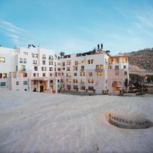 Hotel Pictures: Mövenpick Resort Petra, Wadi Musa