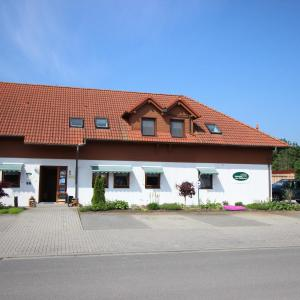 Hotel Pictures: Landhaus-Pension Am Pfaffensee, Harthausen