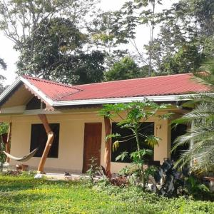 Hotel Pictures: One World Bungalow in Rainforest Refuge, Cocles