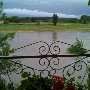 Hotel Pictures: Riverside Home Cottage, Trèbes