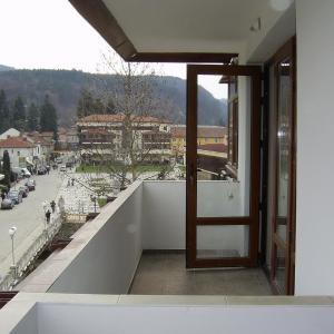 Hotel Pictures: Apartment Planinski Rai, Tryavna