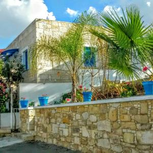 Hotel Pictures: Tzionis Petroktisto (Stonehouse), Lymbia