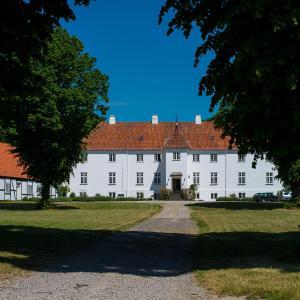 Hotel Pictures: Øbjerggård Bed & Breakfast, Lundby