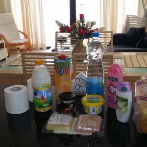 Hotel Pictures: Mazotos Hilltop Apartment, Mazotos