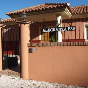 Hotel Pictures: Alegranza Bed&Breakfast, Coín