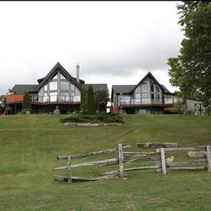 Hotel Pictures: Kawartha Estate Cottage on Pigeon Lake, Gannon Village