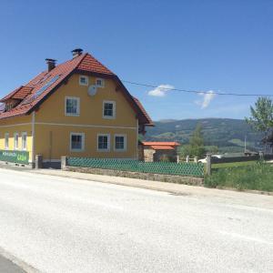 Fotos de l'hotel: Ferienwohnungen Grün, Preitenegg