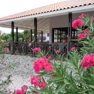 Hotel Pictures: Blue Bay Beach Villa 14, Blue Bay