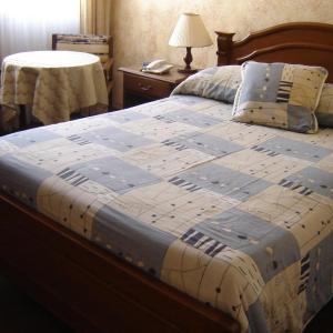 Hotel Pictures: Hostal Versalles, Cochabamba