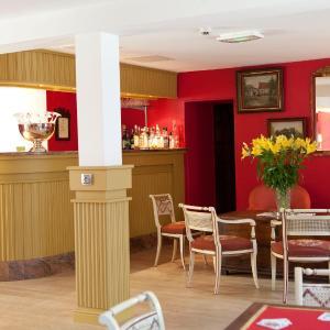 Hotel Pictures: Hôtel restaurant Le Commerce, Oucques