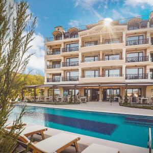 酒店图片: Sunny Castle Hotel - All Inclusive, 克兰内沃
