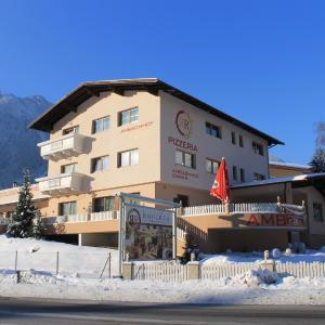 Hotel Pictures: Gasthof Ambachhof, Oetz