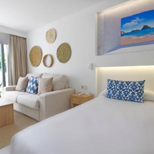 Hotel Pictures: Portinatx Beach Club Hotel, Portinatx