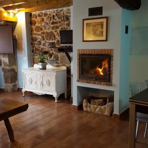 Hotel Pictures: Apartamentos La Plazuela, Quintana de Soba