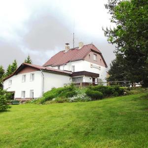 Hotel Pictures: Penzion Nová Huť Šumava, Nové Hutě
