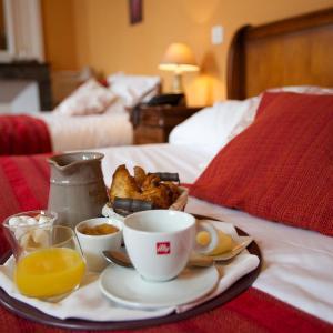 Hotel Pictures: L'Alzire - Auberge Culturelle, Jarnages
