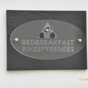 Hotel Pictures: Bedbreakfastbikespyrenees, Loubières