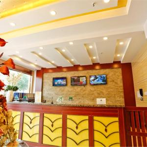 Hotel Pictures: GreenTree Inn Shandong Linyi Lanling Bus Station Express Hotel, Cangshan