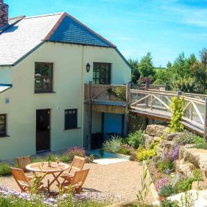 Hotel Pictures: Vineyard Cottage, Ruan Lanihorne