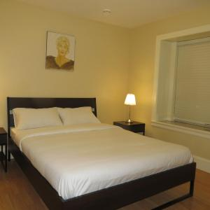 Hotel Pictures: Lily's Bed & Breakfast, Burnaby