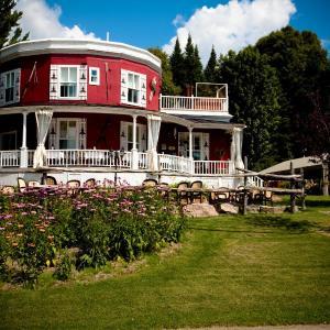 Hotel Pictures: Auberge de La Tour du Lac, Sainte-Agathe-des-Monts