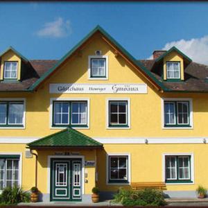 Foto Hotel: Neues Gästehaus und Hotel-Pension zum Gmoana, Sankt Valentin