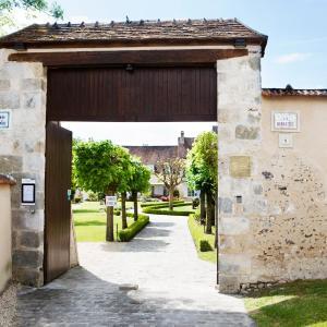 Hotel Pictures: Chambres d'hôtes La Bergerie de l'Aqueduc, Houx