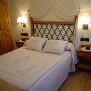 Hotel Pictures: Hostal Restaurante Arangoiti, Yesa